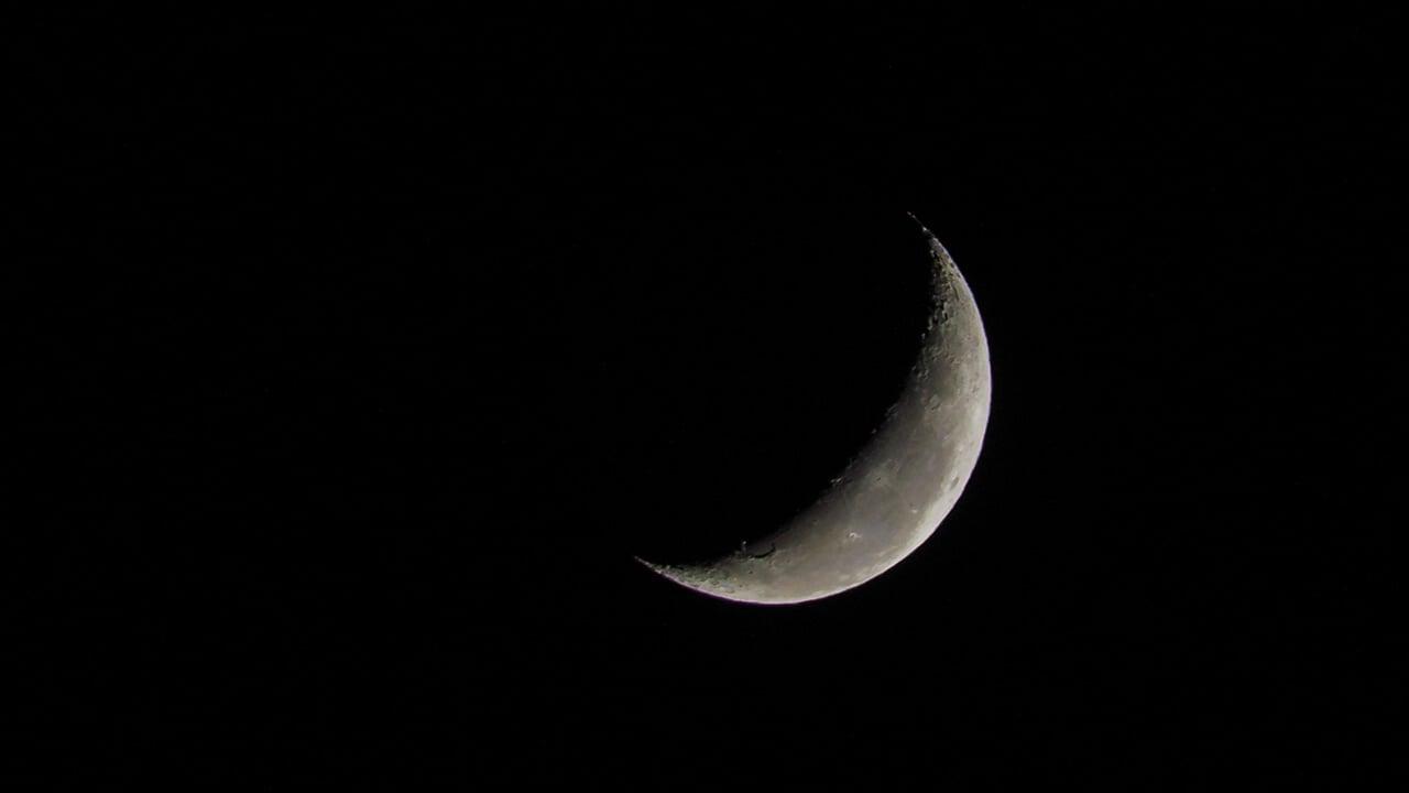 Luna calante o crescente